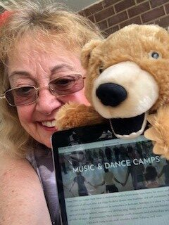 Dr. Sue Ashokan Online Music Camp w Puppet